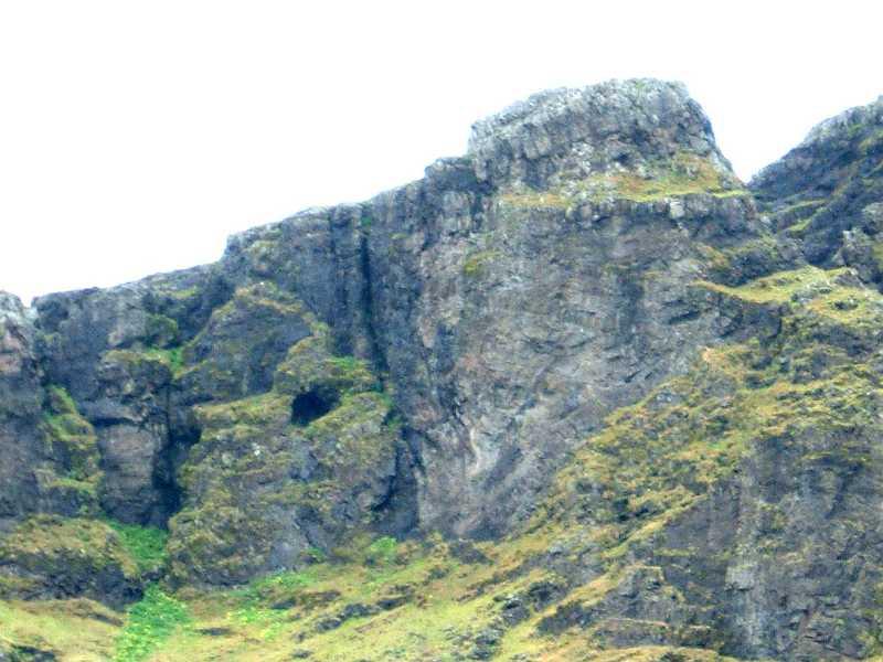 Búahellir ofan við Esjuberg