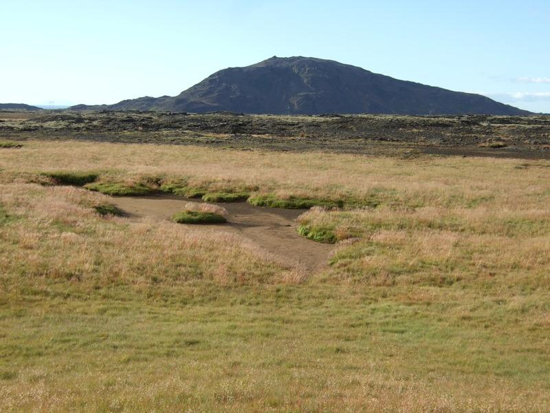 Fyrrum vatnsból í Dauðadölum - Helgafell fjær