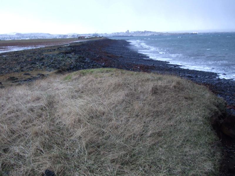Tóft vestast á Garðagranda