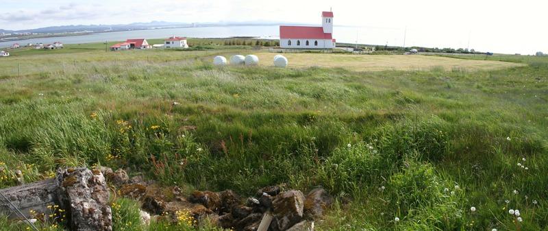 Garðabærinn nær - Garðakirkja fjær