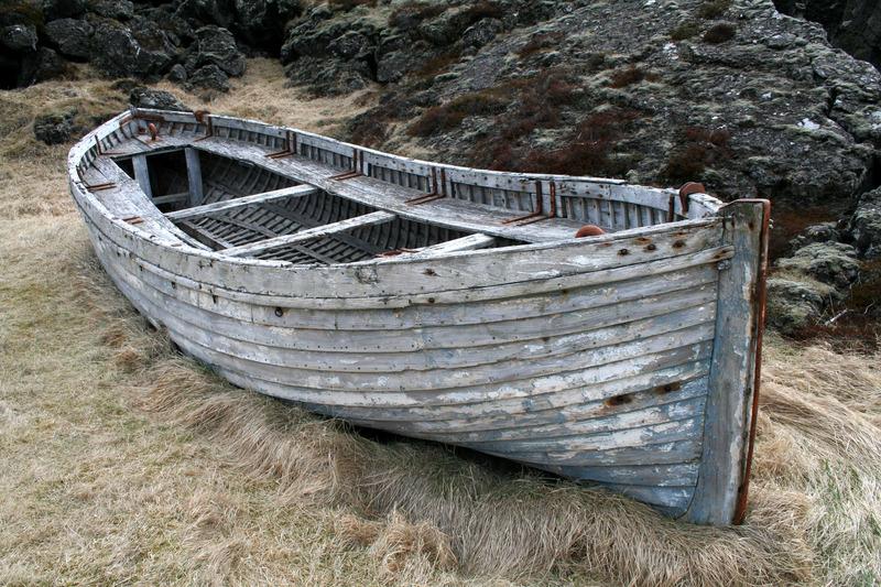 Bátur á þurru landi við Glaumbæ