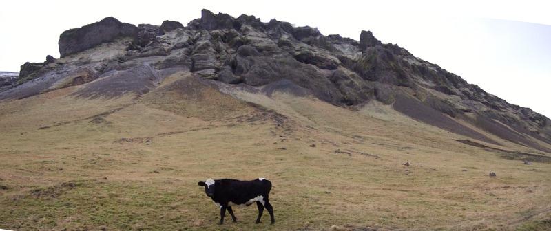 Hurðin í Meðalfelli efst til vinstri