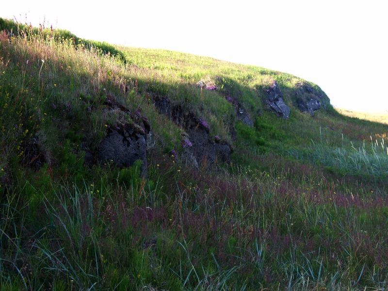 Klettar við Húsatóftatún