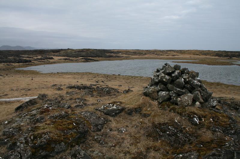 Neðri siglingarvarðan - við Tóftabrunna