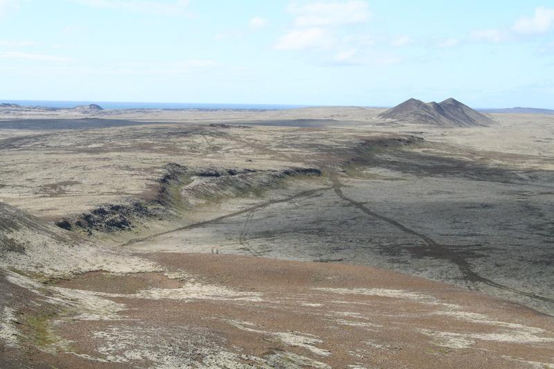 Útsýni yfir KLifið, Hrafnagjá, Lágafell og Sandfell