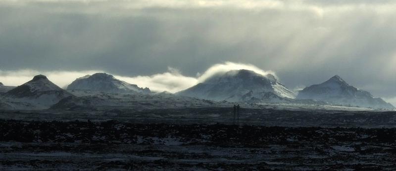 Horft til fjalla - á Reykjanesskaganum