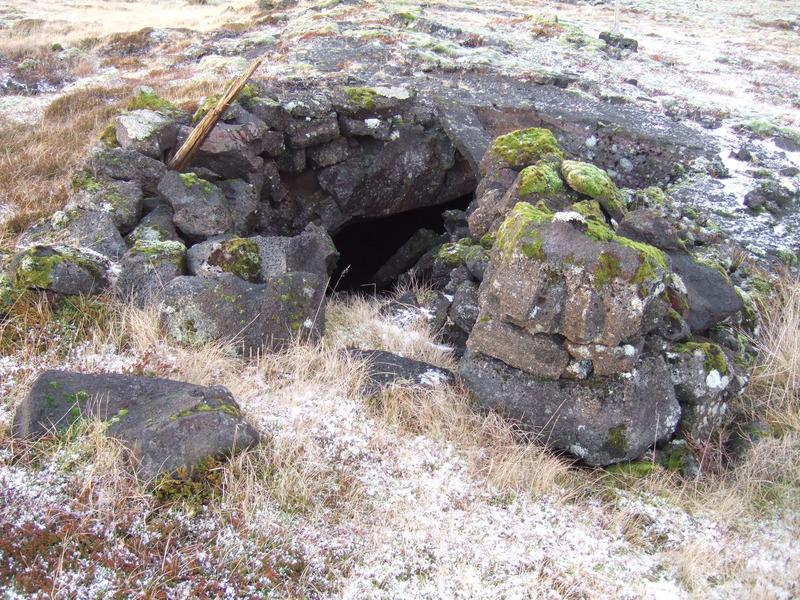 Hleðsla við op Gvendarhellis/Arngrímshellis