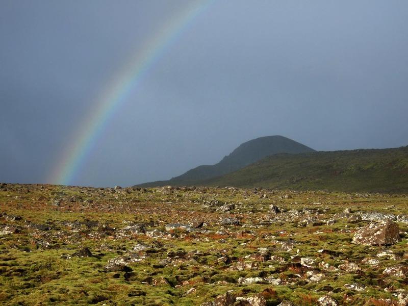 Regnbogi yfir Þríhnúkum