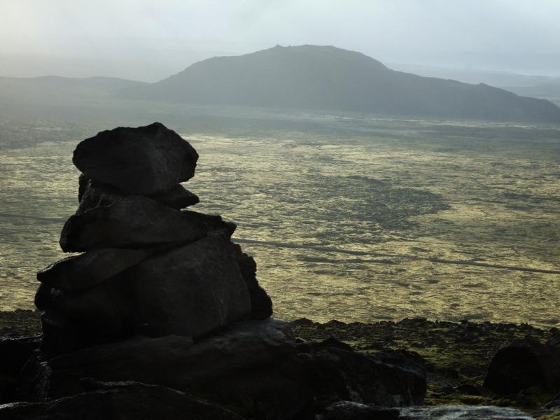 Varða ofan við Kristjánsdalahorn - Helgafell fjær