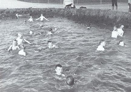 Unnið við gerð sundlaugar á Bleikhólssandi