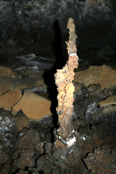 Lagfærður dropsteinn í Leiðarenda