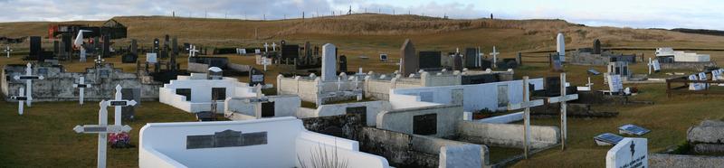 Staðarkirkjugarður - gamli bærinn var ofarlega fyrir miðri mynd
