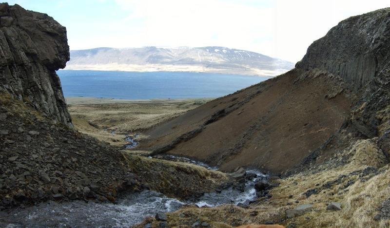Stekkjarskarð - Akrafjall fjær
