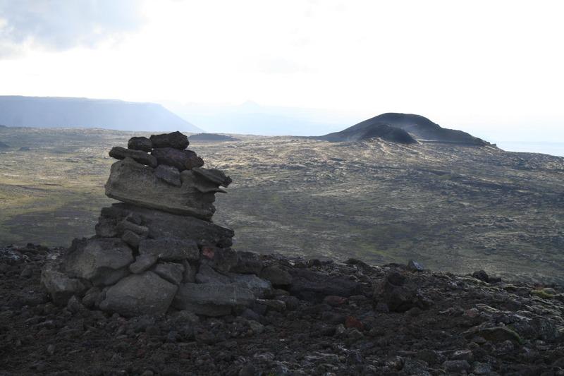 Varða á Stóra-Kóngsfelli - Þríhnúkar fjær