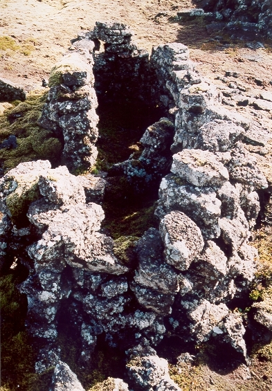 Fiskgeymsluhús í Sundvörðuhrauni
