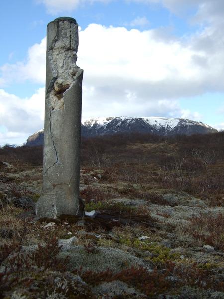 Mælingarstöpull í Þingvallahrauni