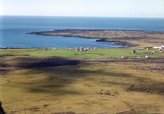 Þórkötlustaðahverfi og Bótinn og Þórkötlustaðanes fjær